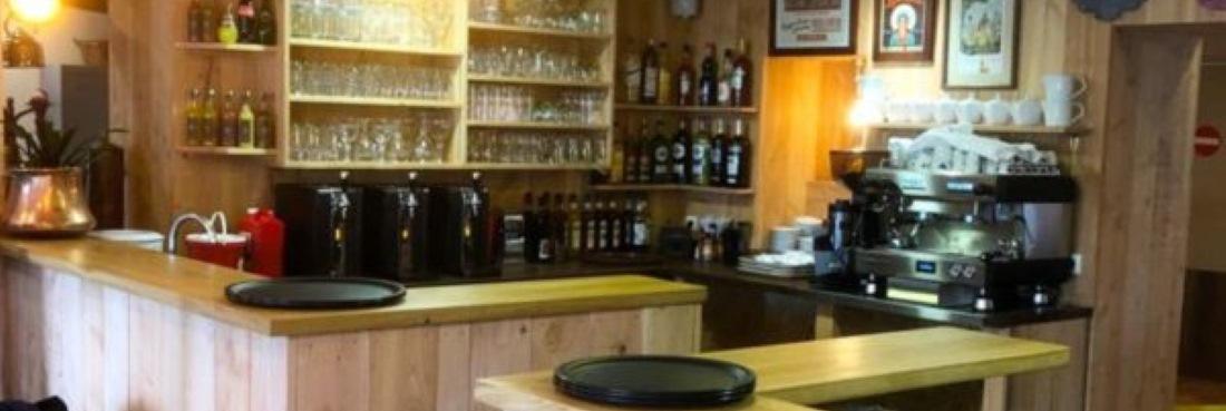 brasserie de papa comptoir bouteilles verres 1 600x413