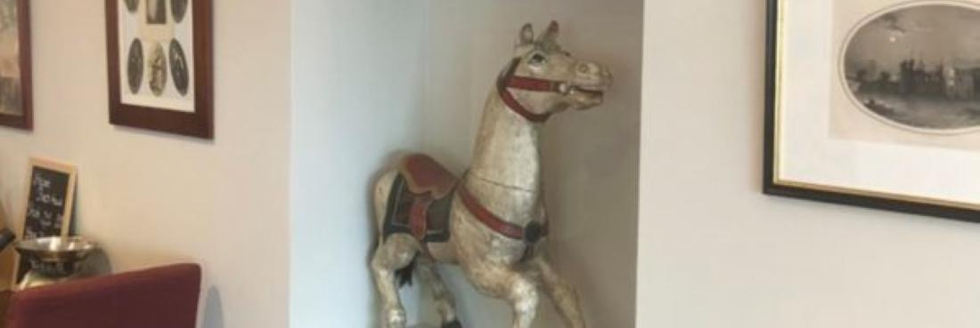 brasserie deco cheval cuivre 1 600x413